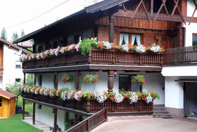 Il mondo degli sch tzen case tirolesi for Fotografie case